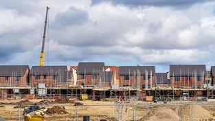 Senátoři chtějí změnit DPH u pozemků okolo staveb. Ilustrační snímek