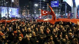 Turecká demonstrace před konzulátem v Rotterdamu