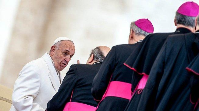 Papež František s biskupy