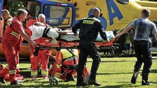 Podle ministerstva smí letečtí záchranáři zachraňovat životy jenom během své pracovní doby. Ilustrační snímek