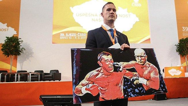 """Představa sociálních demokratů o souboji jejich vůdce s novým """"úhlavním nepřítelem"""" vypadá vcelku jasně"""