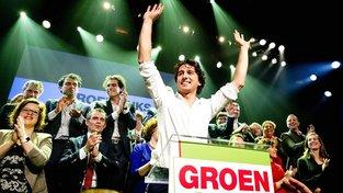 Šéf Zelené levice Jesse Klaver slaví výsledky voleb
