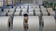 Číňané už nejsou nejlevnější dělníci. Výrobci textilu se začínají vracet domů