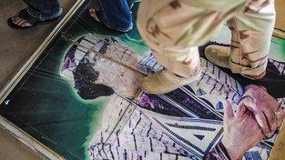 Záběry Kaddáfího dramatického konce obletěly celý svět. Povstalci ho zavraždili takřka v přímém přenosu