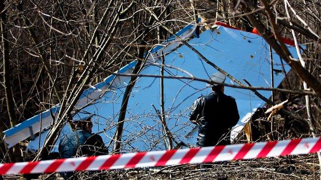 Ruská policie u trosek polského letadla u Smolenska