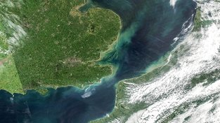Calaiská, nebo také Doverská úžina. Satelitní snímek