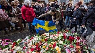 Památku obětí uctili lidé po celé zemi