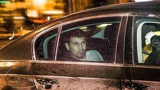 Rakhmat Akilov v policejním voze na cestě do vazby