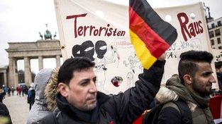 Iráčané protestující v Berlíně proti terorismu a deportacím