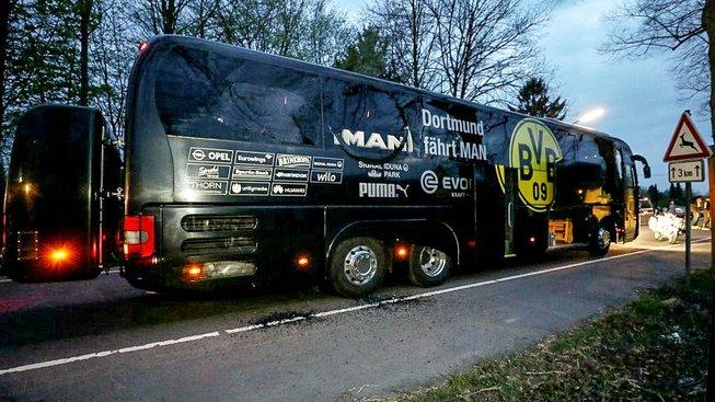 Autobus dortmundských fotbalistů poškozený explozí