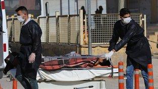 Chlapce zraněného při útoku převáží do nemocnice v tureckém Hatay