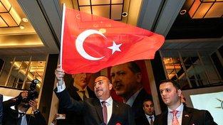 Turecký ministr zahraničí Mevlüt Çavuşoglu opět pohrozil odvoláním migrační dohody s EU