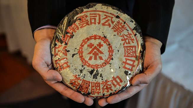 Zrovna tento kotouč pu-ehru z 50. let šel před několika lety do dražby s očekávanou cenou přes 51 tisíc dolarů