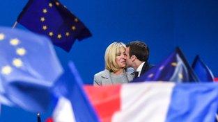 Macron s manželkou