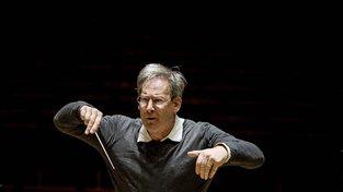 Slavný dirigent sir John Eliot Gardiner