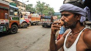 Indové obcházejí zákaz o prodeji alkoholu u silnic nejrůznějšími způsoby. Ilustrační snímek