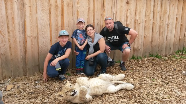 Pan Karel s rodinou, kratce po ukonceni lecby