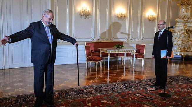 Setkání premiéra Bohuslava Sobotky a prezidenta Miloše Zemana neproběhlo příliš šťastně. Oba politici se slovně střetli