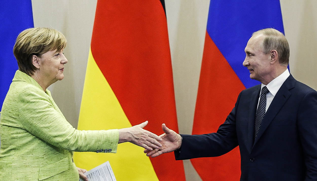 Slabá Merkelová jako symbol bezradnosti Západu: Na Putina nestačila