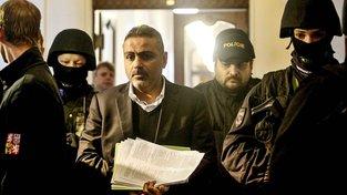 Shahram Abdullah Zadeh je podezřelý z  daňových úniků a ovlivňování svědka