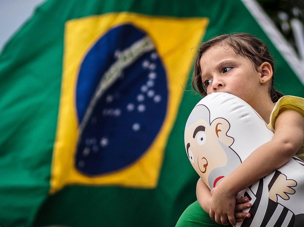 Brazílie jako další oběť globální vlny populismu. Kdo je 'brazilský Trump'?