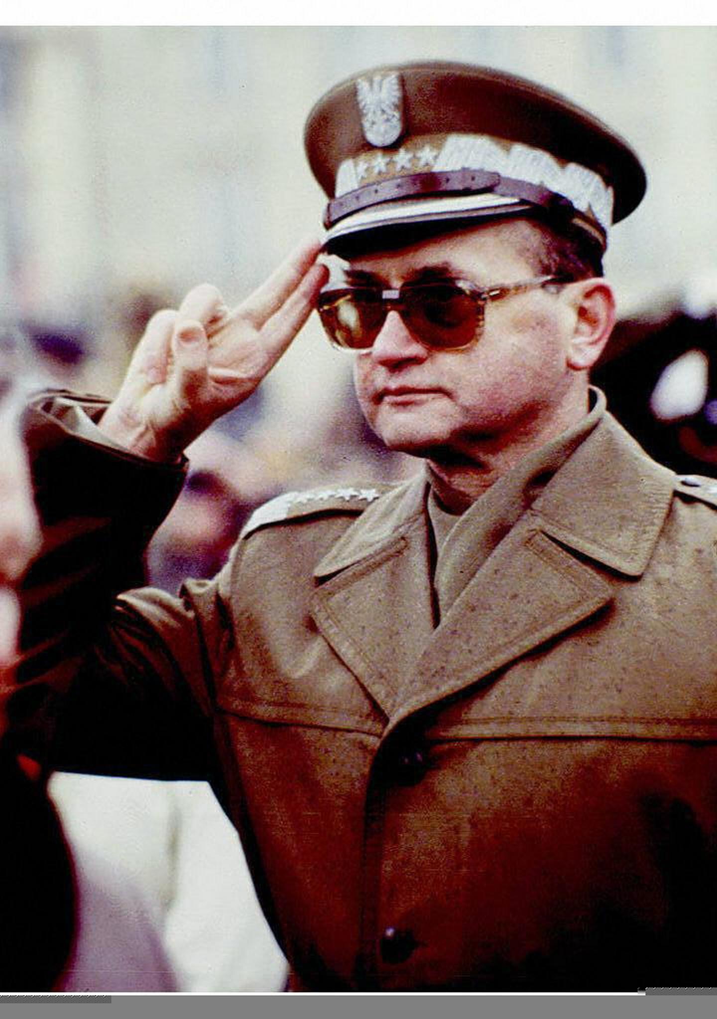 Generál Jaruzelski byl hlavně hrdina a vlastenec, říká polský historik
