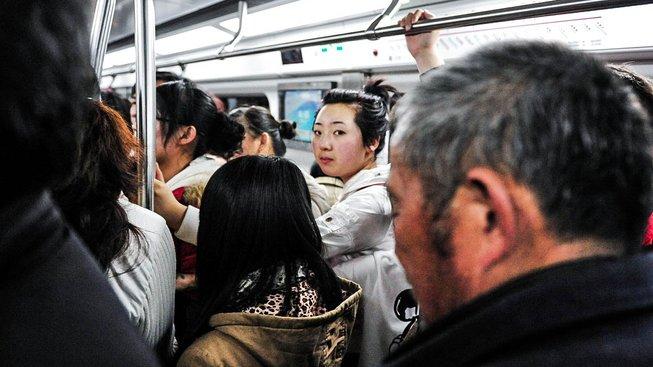 Číňany stresují hypotéky, školné i diskriminace venkovanů