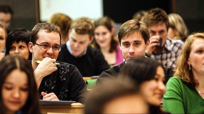 Podle Rady vysokých škol jsou v ohrožení studia tisíců vysokoškoláků