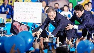 Jihokorejský prezident Mun Če-in ještě v roli kandidáta během předvolebního mítinku