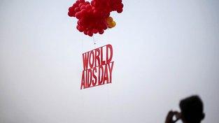 K osvětě ohledně HIV a AIDS slouží mimo jiné Světový den boje proti AIDS