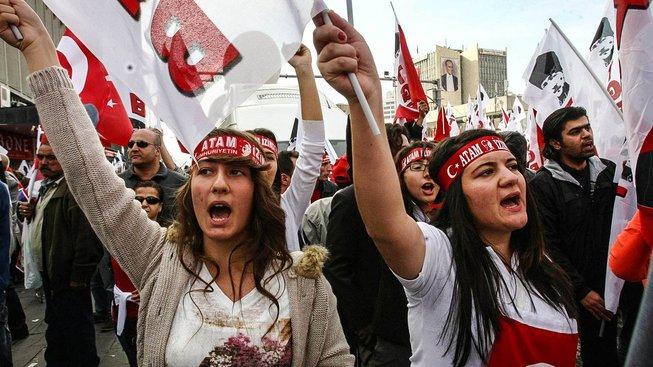 Raději bez chlupů, dámy, vyzývá Erdoganův dekret