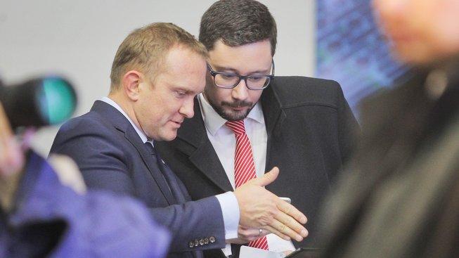 Hradní úředník Vladimír Kruliš (vpravo) policejní sportovní auto neřídil