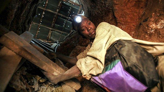 Tanzanka Pili Husseinová v ukrutném horku pracovala i 12 hodin denně. Ilustrační snímek,