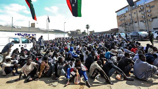 Afričtí migranti v Tripolisu