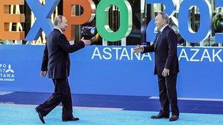 Kazašský vůdce Nazarbajev vítá ruského kolegu Putina