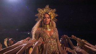Vystoupení těhotné Beyoncé během udělování cen Grammy