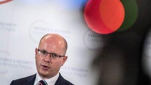 Premiér a šéf ČSSD Bohuslav Sobotka se ke spekulacím o odchodu z čela strany nevyjadřuje