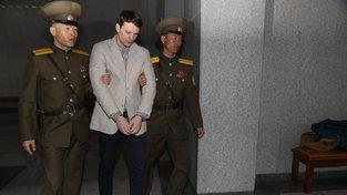 Otto Warmbier během soudního procesu v KLDR