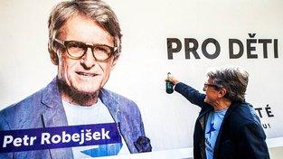 """Petr Robejšek v předvolební kampani Realistů složil báseň s názvem """"Pro děti"""""""