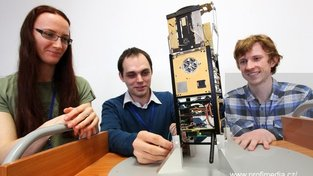 Spolutvůrci nanodružice, studenti ČVUT Veronika Stehlíková, Martin Urban a Ondřej Nentvich, ji loni prezentovali na vědecké konferenci v Karlových Varech