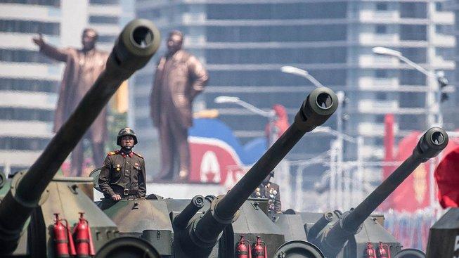 Severní Korea dál řinčí zbraněmi a západnímu světu ukazuje jadernou pěst