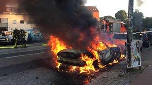 Auta během protestů proti summitu G20 vzplála už včera, incidenty však pokračují i v pátek