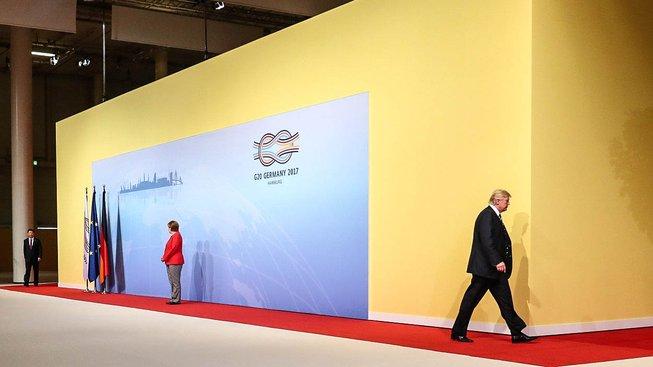 Trump v Hamburku odchází od Merkelové