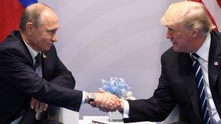 Donald Trump a Vladimir Putin se v pátek setkali v Hamburku