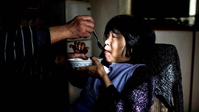 Japonec Kanemasa Ito nepřetržitě pečuje o svou demencí postiženou manželku Kimiko