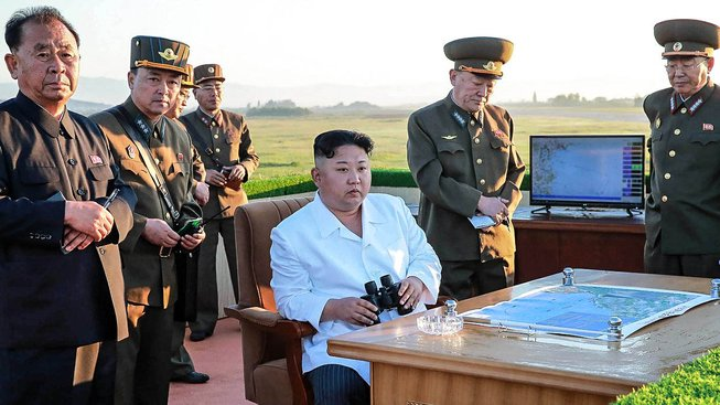 Kim Čong-un s obavami hledí na silnou Čínu