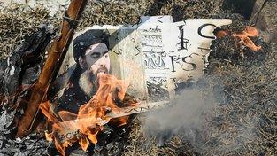 Podobizna Bagdádího spálená během indického červnového protestu proti teroristickým útokům. Ilustrační fotografie