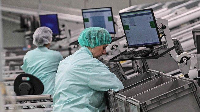 Švédská továrna Mölnlycke, kerá vznikla v průmyslové zóně u Dolní Suché. Ilustrační snímek