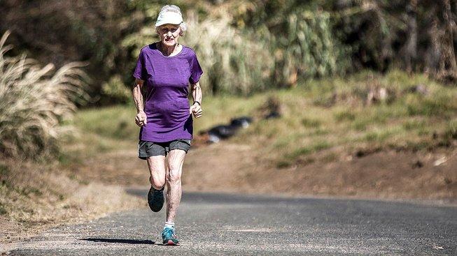 Deirdre Larkinová si běh zamilovala téměř v 80 letech