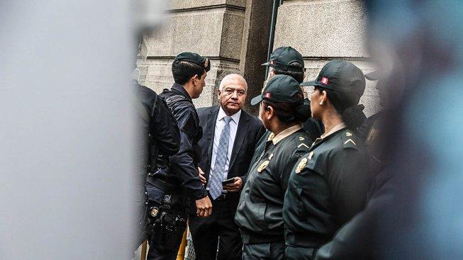 Ollanta Humala v doprovodu policie
